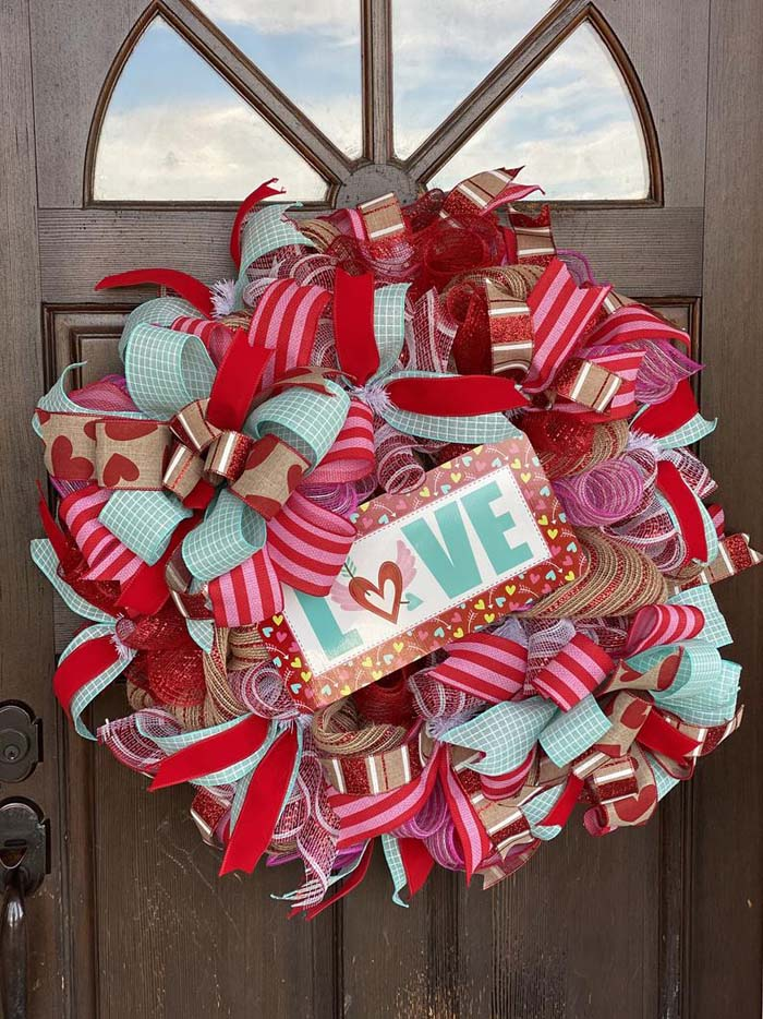 Wired Ribbon Wreath #valentine #diy #wreaths #decorhomeideas