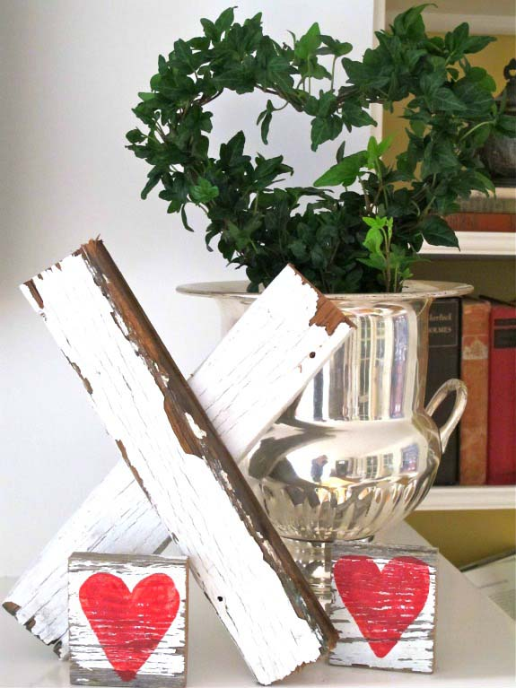 Wooden Valentines Day Kisses #valentinesday #rustic #decor #diy #decorhomeideas