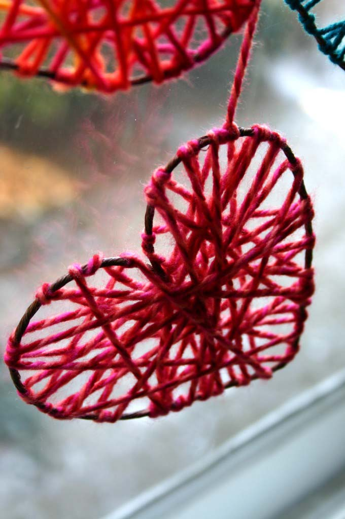 Yarn Hearts #valentine #crafts #kids #decorhomeideas