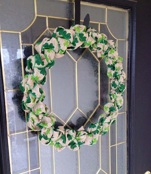 Burlap Shamrock Wreath #stpatrick #diy #wreath #decorhomeideas