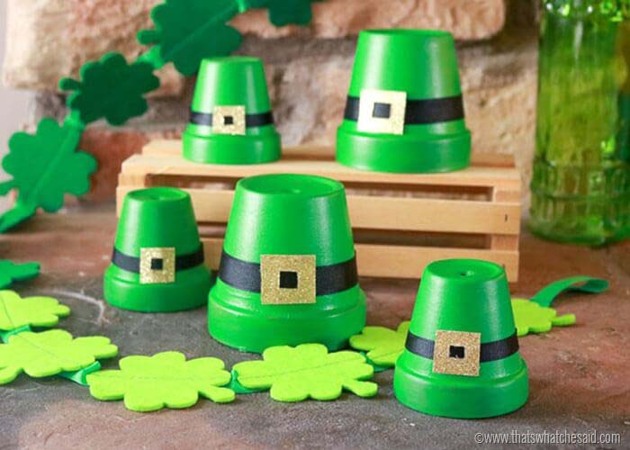 Clay Pot Leprechaun Hat Craft #stpatrick #diy #decor #decorations #decorhomeideas
