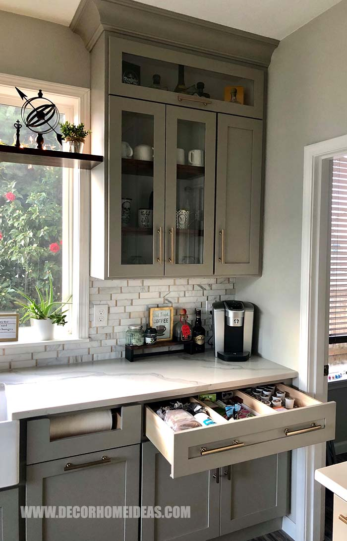 Coffee Bar Corner Idea. Make some room for your coffee station within your cabinets and place coffee machine and accessories on the counter top. #coffee #bar #station #decorhomeideas