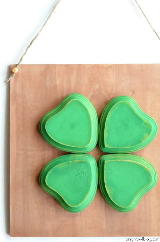 DIY Four Leaf Clover Sign #stpatrick #diy #decor #decorations #decorhomeideas