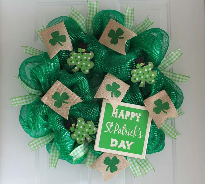 DIY Saint Patrick Day Mesh Wreath #stpatrick #diy #wreath #decorhomeideas