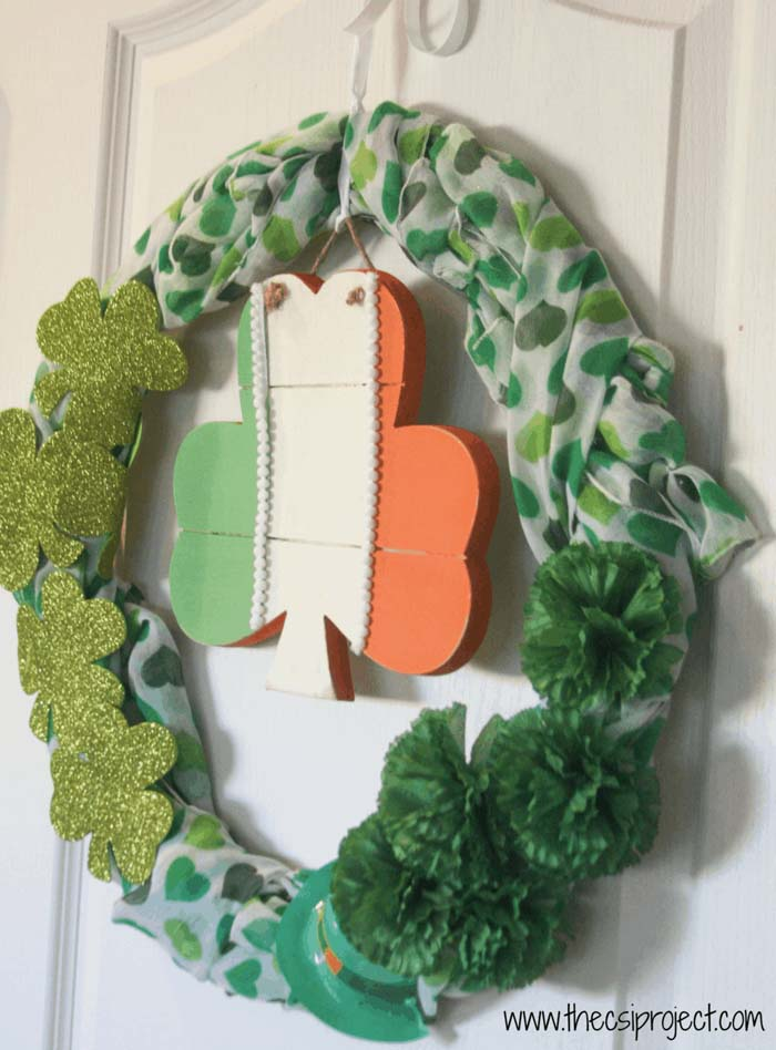 DIY Shamrock Wreath Patricks Day #stpatrick #diy #wreath #decorhomeideas