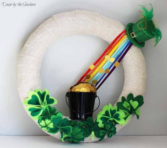 DIY St. Patrick's Day Burlap Wreath Felt Final #stpatrick #diy #decor #decorations #decorhomeideas