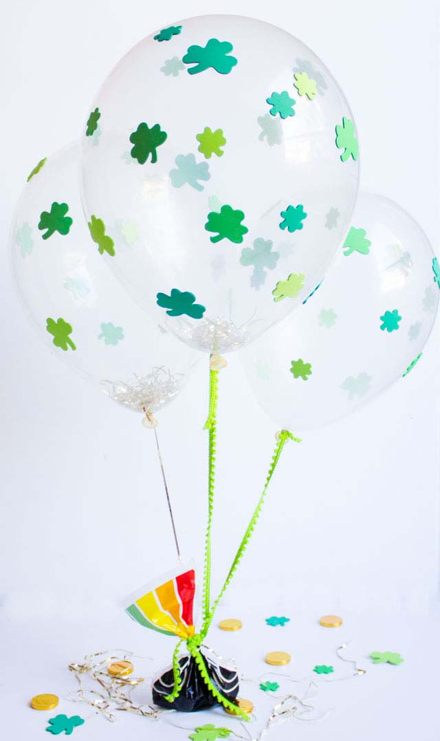 DIY St. Patrick's Day Shamrock Balloons #stpatrick #diy #decor #decorations #decorhomeideas
