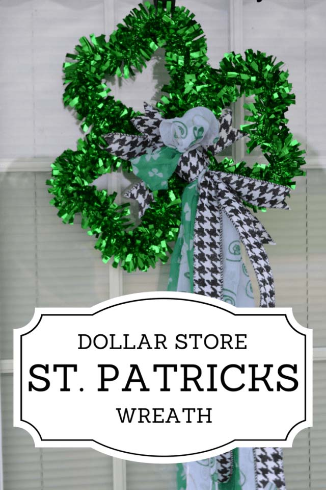 Dollar Store Shamrock Wreath #stpatrick #diy #wreath #decorhomeideas