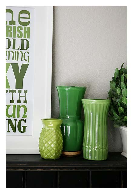 Easy Painted St. Patrick's Day Vases #stpatrick #diy #decor #decorations #decorhomeideas