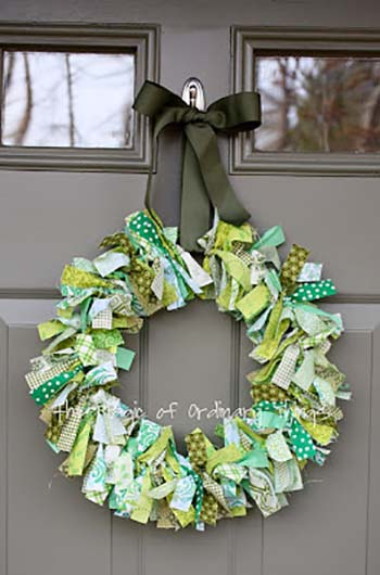 Fabric Scrap St. Patrick's Day Wreath #stpatrick #diy #decor #decorations #decorhomeideas