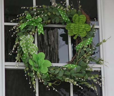 Fabric Shamrock St Patricks Day Wreath #stpatrick #diy #wreath #decorhomeideas