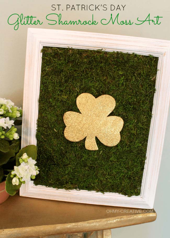 Glitter Shamrock Moss Art #stpatrick #diy #decor #decorations #decorhomeideas