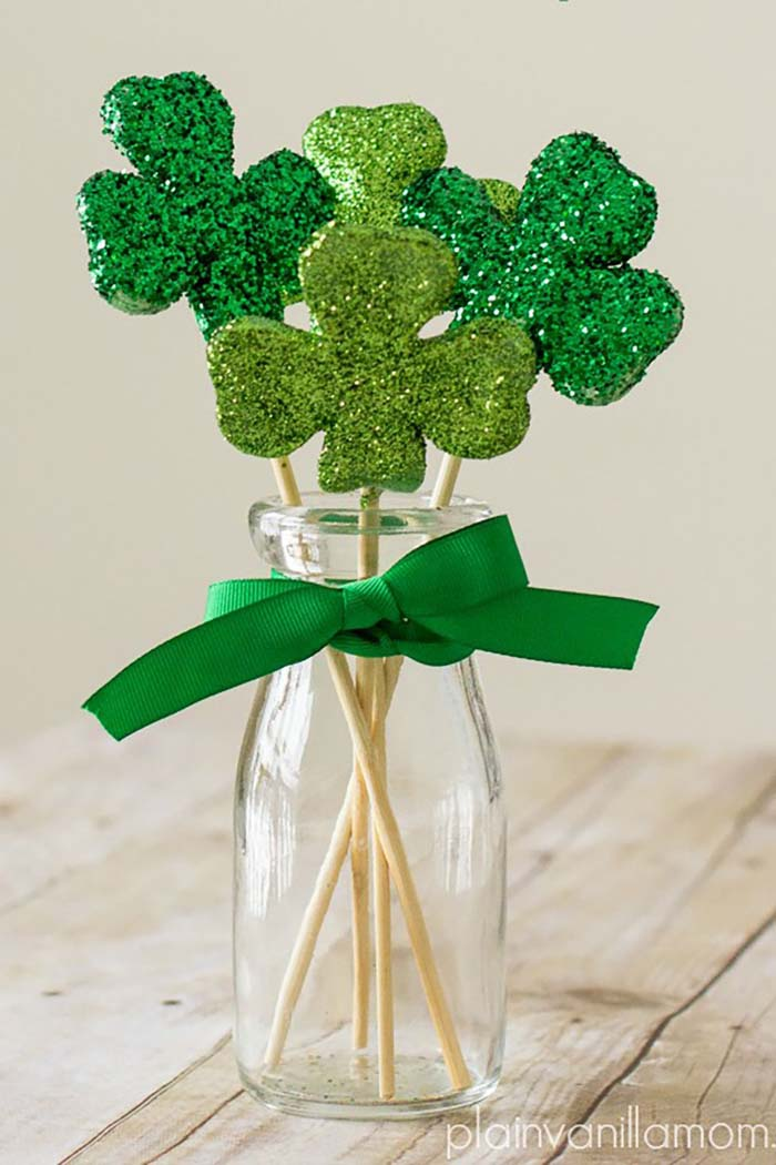 Glittered Shamrock Bouquet #stpatrick #diy #decor #decorations #decorhomeideas
