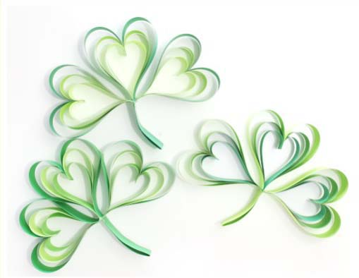 How To Make a Paper Strip Shamrock #stpatrick #diy #decor #decorations #decorhomeideas