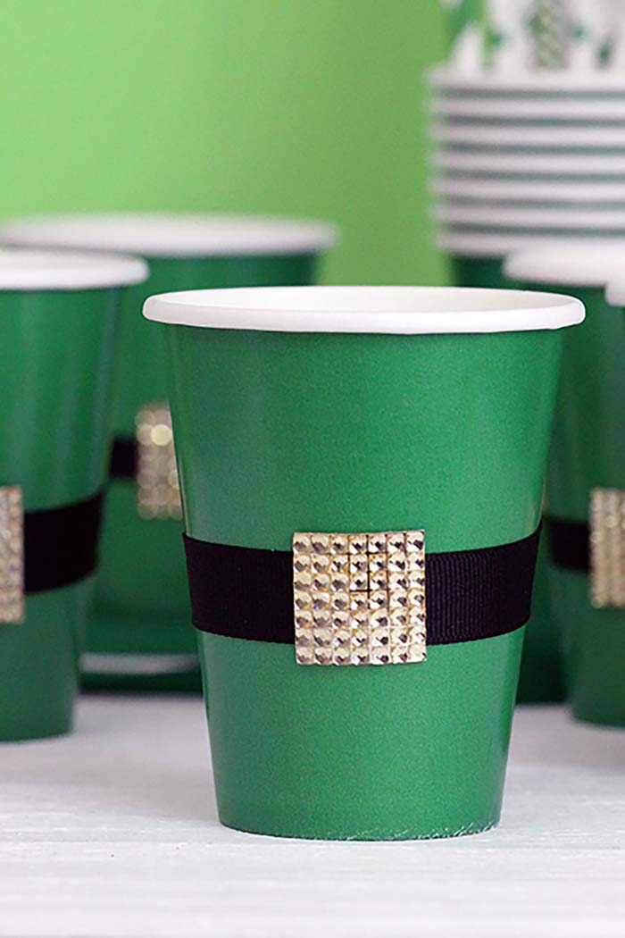 Leprechaun Belt Cups #stpatrick #diy #decor #decorations #decorhomeideas