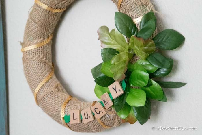 Lucky Letters Patricks Day Wreath #stpatrick #diy #wreath #decorhomeideas