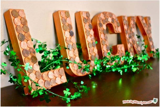 Lucky Penny Letters #stpatrick #diy #decor #decorations #decorhomeideas