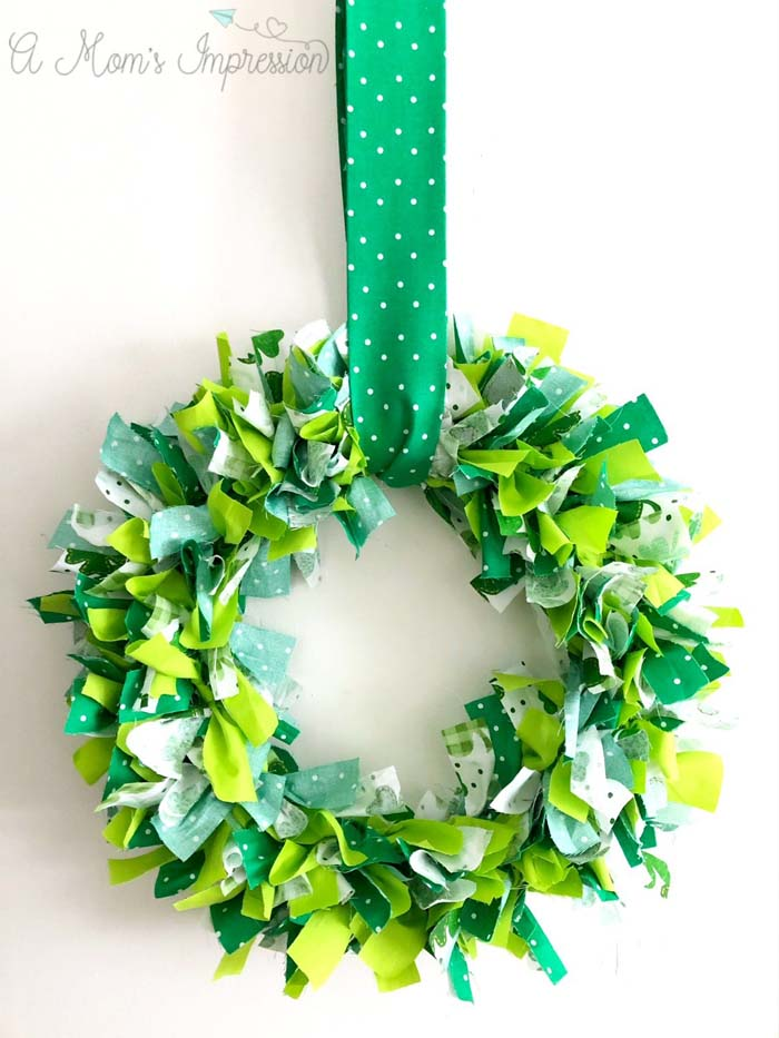 Make Shamrock Wreath For St Patricks Day #stpatrick #diy #wreath #decorhomeideas