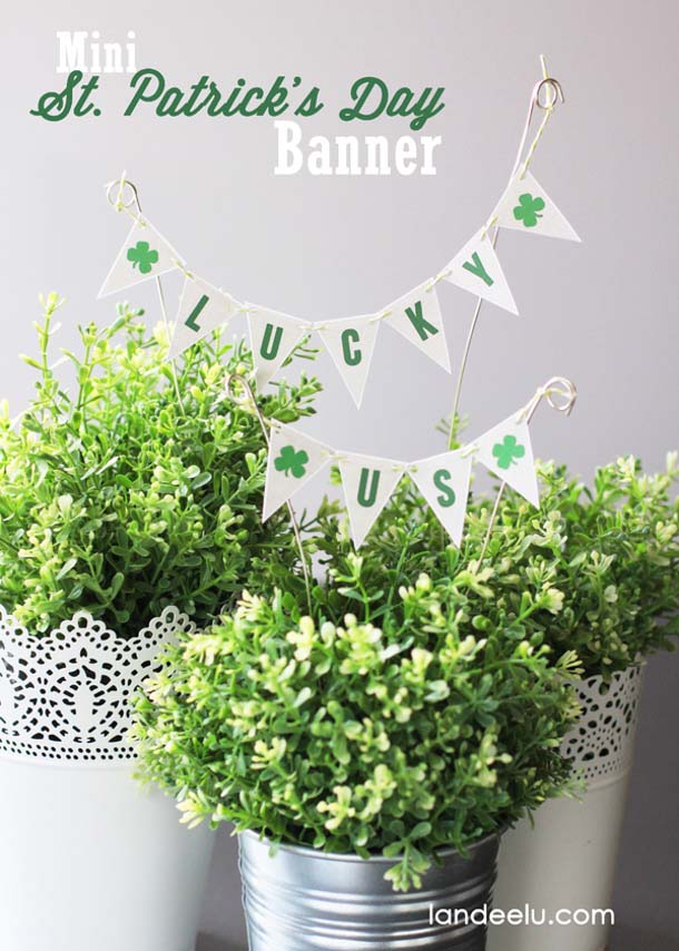 Mini St. Patrick's Day Banner Lucky Us #stpatrick #diy #decor #decorations #decorhomeideas