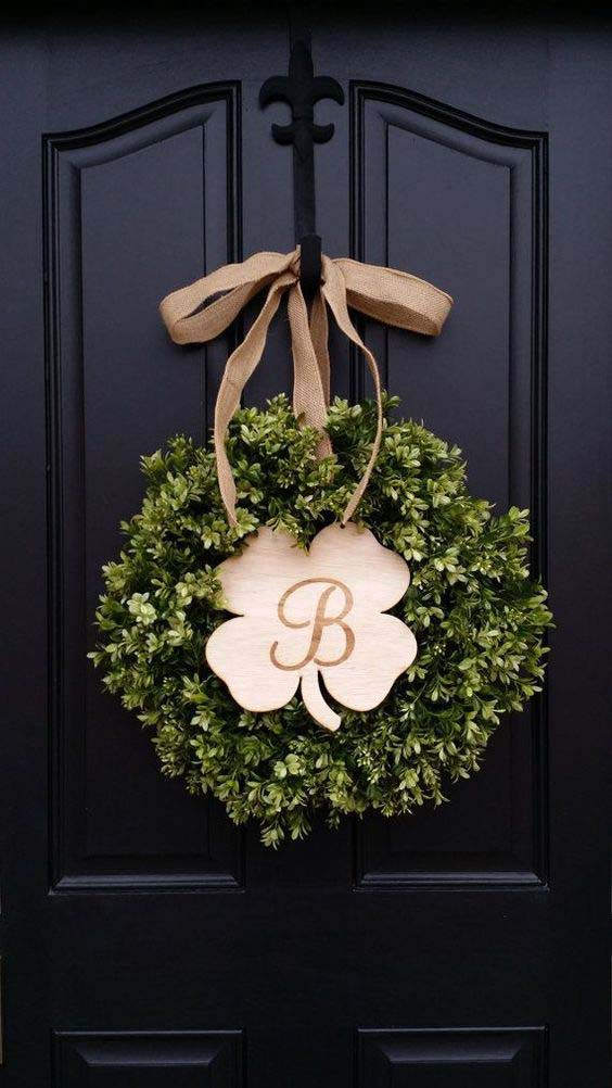 Monogrammed Shamrock Boxwood Wreath #stpatrick #diy #wreath #decorhomeideas