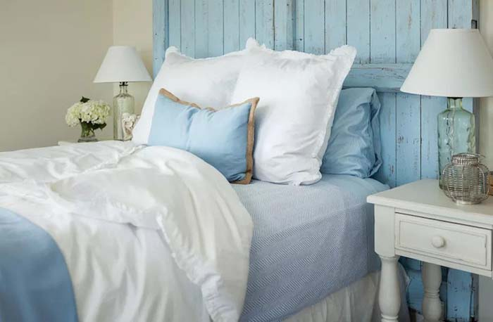 Bedroom Idea With Pallet Headboard In Light Blue #women #bedroom #feminine #decor #decorhomeideas