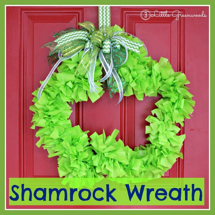 Paper Shamrock Wreath #stpatrick #diy #wreath #decorhomeideas