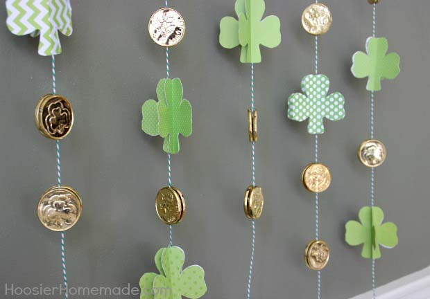 Paper Shamrocks and Gold Coin Garland #stpatrick #diy #decor #decorations #decorhomeideas