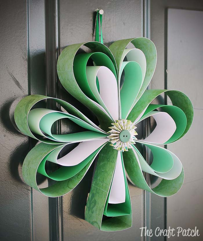 Patricks Day Paper Shamrock Wreath #stpatrick #diy #wreath #decorhomeideas