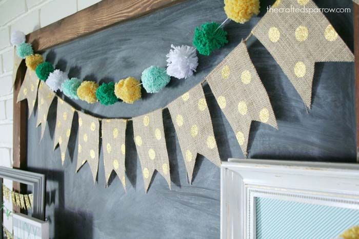 Pom Pom Garland #stpatrick #diy #decor #decorations #decorhomeideas