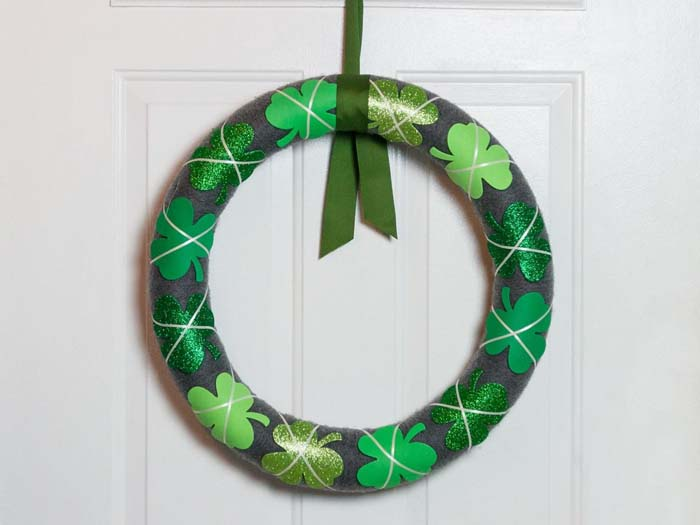 Pool Noodle St Patricks Day Wreath #stpatrick #diy #wreath #decorhomeideas