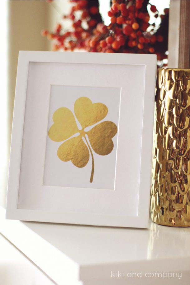 Pretty Gold Foil Clover Printable #stpatrick #diy #decor #decorations #decorhomeideas