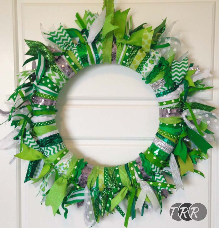 Ribbon Tied Wreath #stpatrick #diy #wreath #decorhomeideas