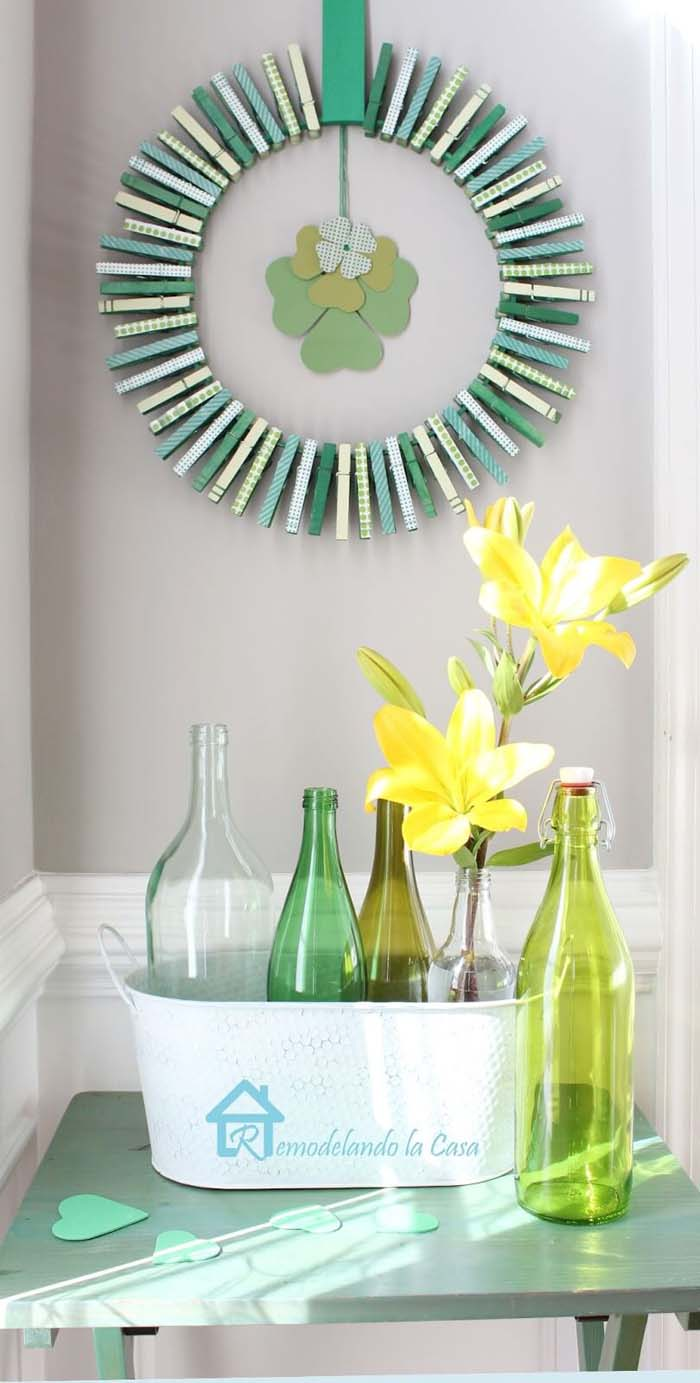 Saint Patricks Day Clothespin Wreath #stpatrick #diy #wreath #decorhomeideas