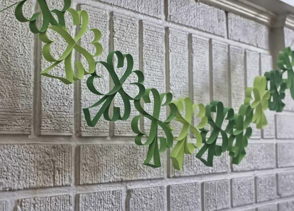 Shamrock Garland Patrick #stpatrick #diy #decor #decorations #decorhomeideas
