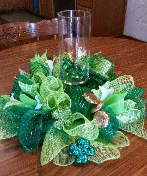 St. Patrick's Day Deco Mesh Candle Centerpiece #stpatrick #diy #decor #decorations #decorhomeideas