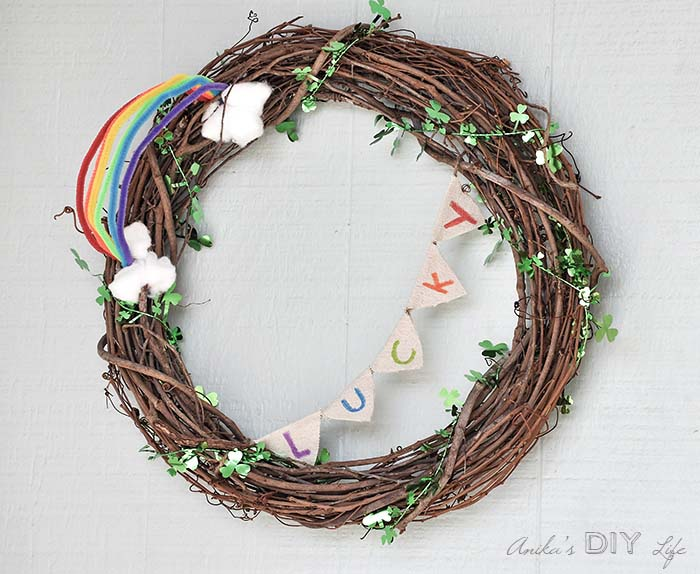 St Patricks Day Grapevine Wreath #stpatrick #diy #wreath #decorhomeideas
