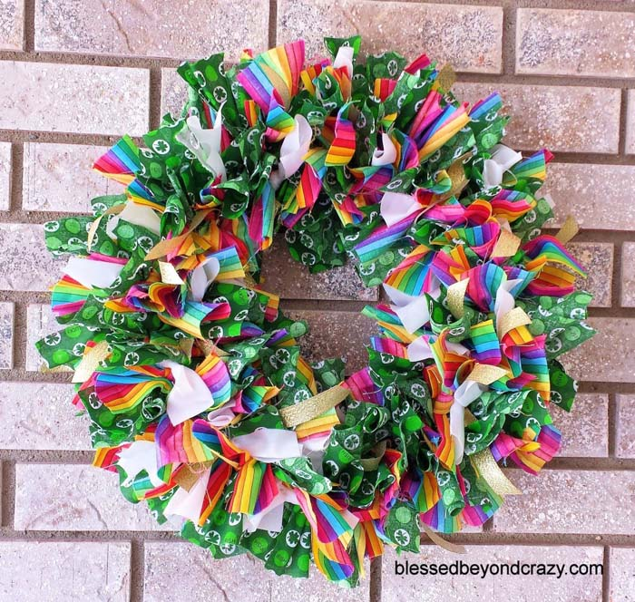St Patricks Day Rag Wreath #stpatrick #diy #wreath #decorhomeideas