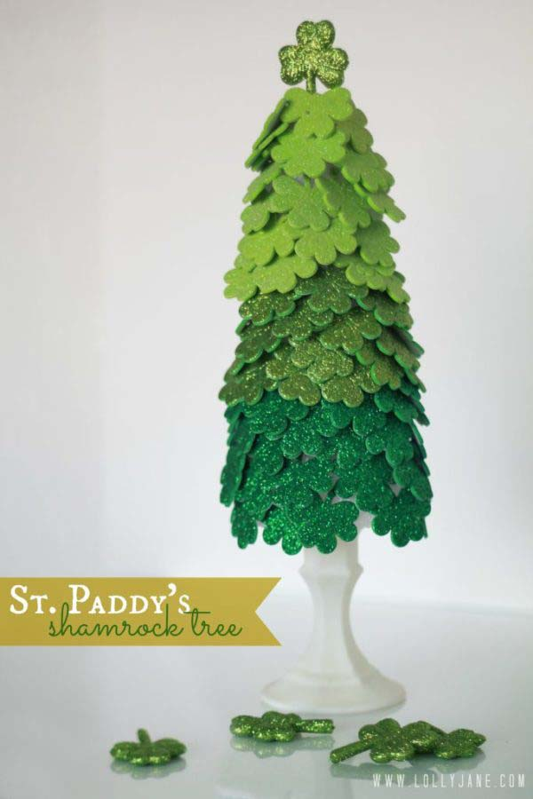 St. Patrick's Day Shamrock Tree #stpatrick #diy #decor #decorations #decorhomeideas