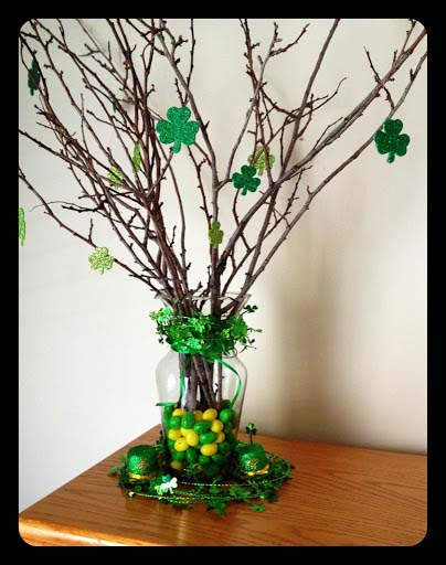 St. Patrick's Day Vase Centerpiece #stpatrick #diy #decor #decorations #decorhomeideas