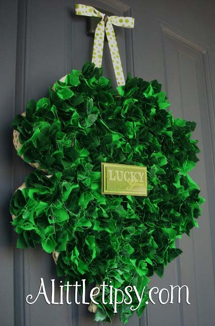 St. Patrick's Fabric Scrap Shamrock Door Hanger #stpatrick #diy #decor #decorations #decorhomeideas