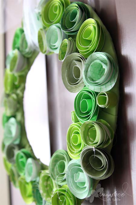 St. Patty Paper Flower Wreath #stpatrick #diy #decor #decorations #decorhomeideas