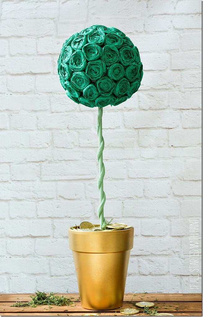 Topiary crepe paper rosettes #stpatrick #diy #decor #decorations #decorhomeideas