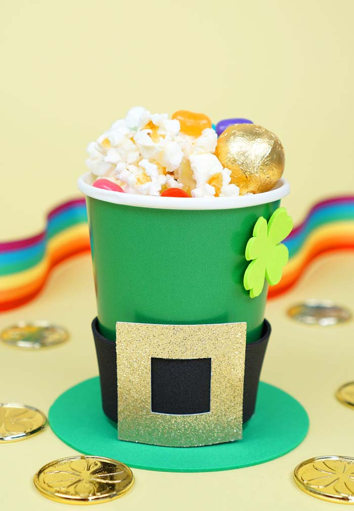 Treat Cups for St Patricks-Day Leprechaun Hats #stpatrick #diy #decor #decorations #decorhomeideas