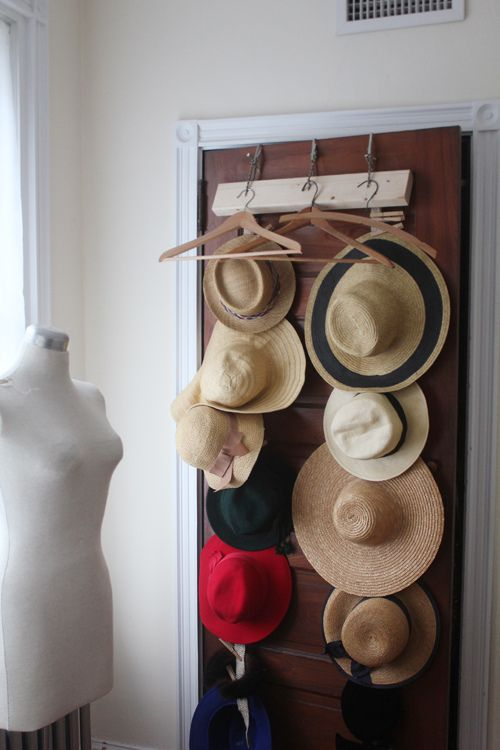 Clothes Hanger Tails Hat Rack #hatrack #diy #organizer #decorhomeideas