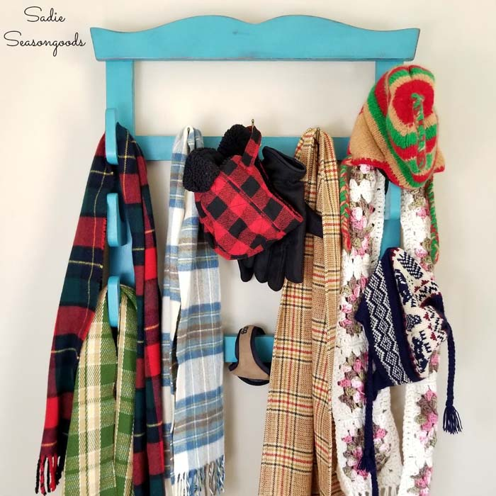 Coat and Hat Rack by Upcycling a Wall Gun Rack #diy #hatrack #organizer #decorhomeideas