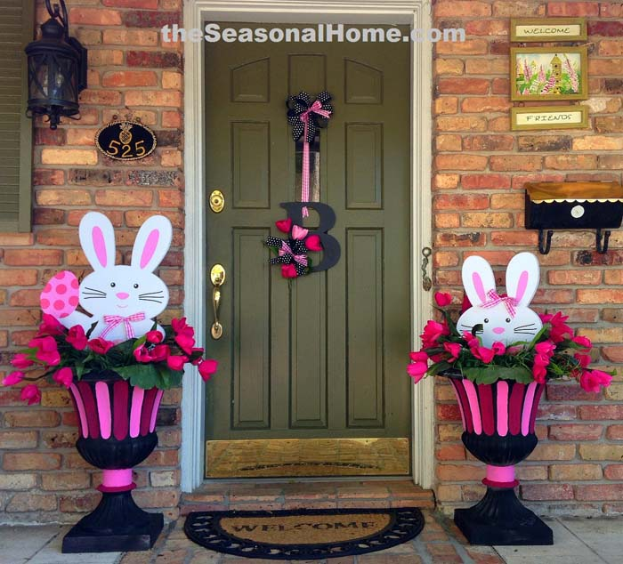 Colorful Easter Bunny Topiaries #easter #diy #porch #decor #decorhomeideas