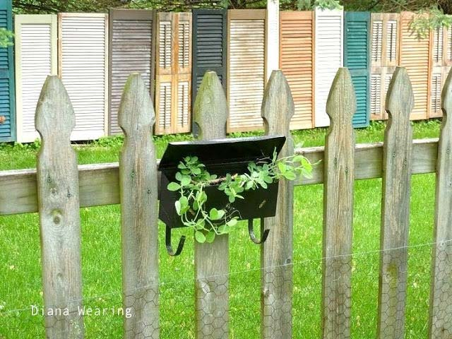 Cool Fence From Old Doors #diy #repurpose #doors #old #decorhomeideas