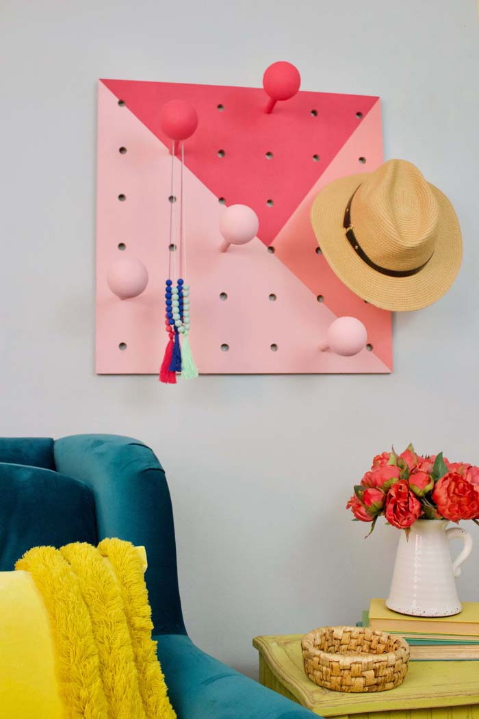 Cute DIY Hat Rack #hatrack #diy #organizer #decorhomeideas
