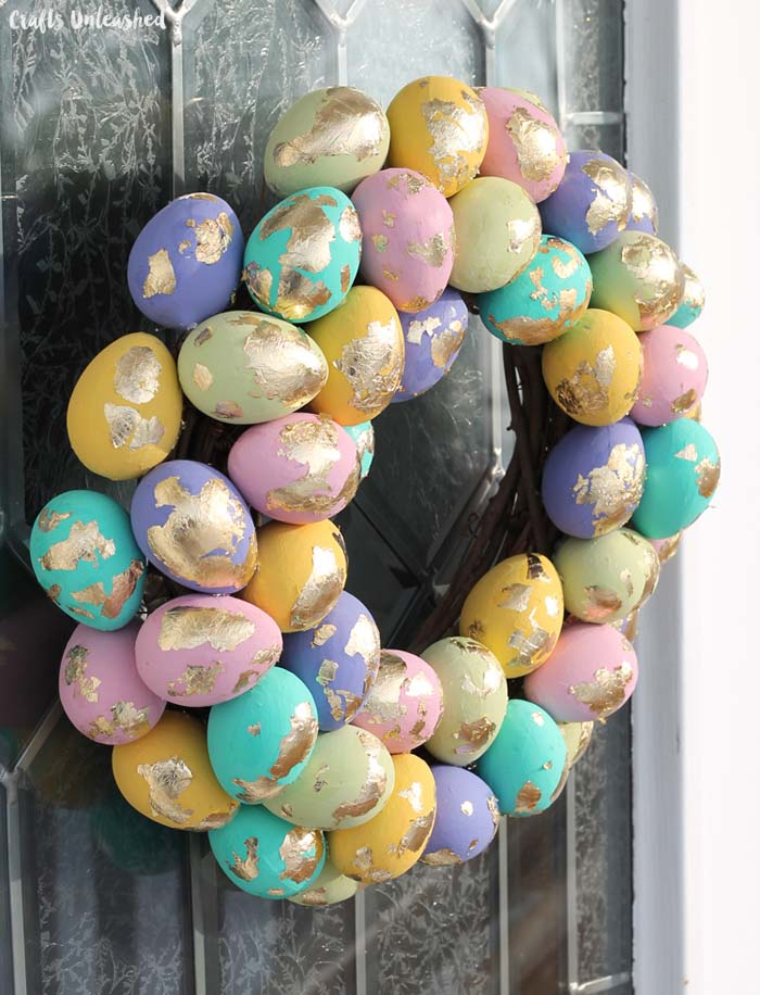 DIY Easter Wreath with Gold Leaf Speckled Eggs #easter #diy #porch #decor #decorhomeideas