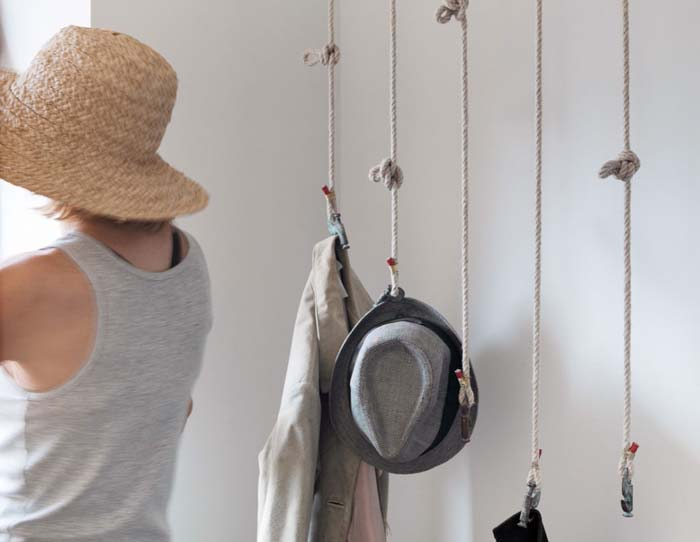 DIY-Rope-Hat-Hanger #hatrack #diy #organizer #decorhomeideas